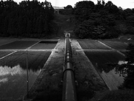 白黒巨大な水道管