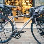 ロードバイクでキャンプ、を気軽に叶えてくれるApiduraアピデュラのサドルバッグ